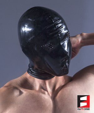 RUBBER MASK WITH EYES&MOUTH PERFORATE HOLES RR051