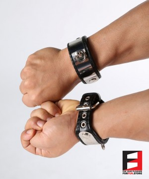 LEATHER WITH STAINLESS STEEL WRIST RESTRAINTS WR004