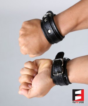LEATHER BONDAGE SUPREME WRIST RESTRAINTS WR008