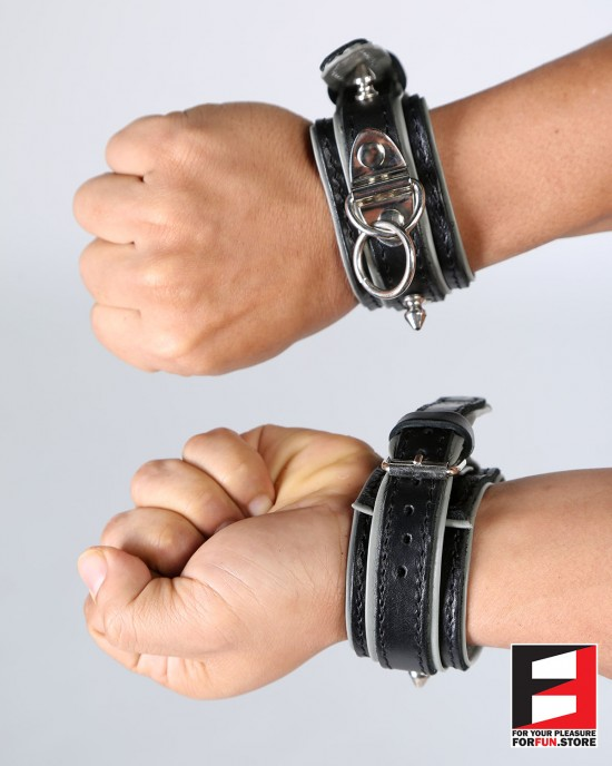 LEATHER RING-CHOKER WRIST RESTRAINTS WITH STUDS WR009